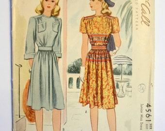 1940s McCalls Dress Pattern 4561  Junior Size 15 Bust 33