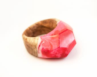 Pink Wood Resin Ring, Resin Jewelry, Fantasy Ring, wood rings for women, wood epoxy ring, unique fashion rings, chunky rings, cocktail ring,