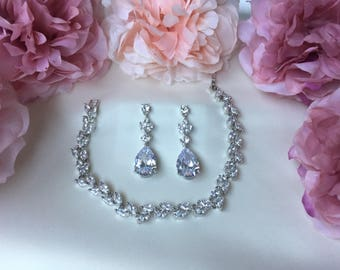 Wedding accessories, bridal accessories, jewellery set, bridesmaid gift, bridesmaid jewellery, crystal earrings