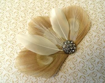 DANIELLE in Elfenbein und weiß Peacock Feather Hair Clip, Hochzeit
