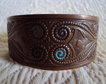 Metal bracelet with spiral design
