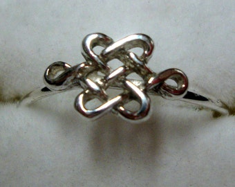 Ring Lady Braveheart - Celtic Knot, endless, shield - sterling silver  from Eco friendly source - Custom made in your size