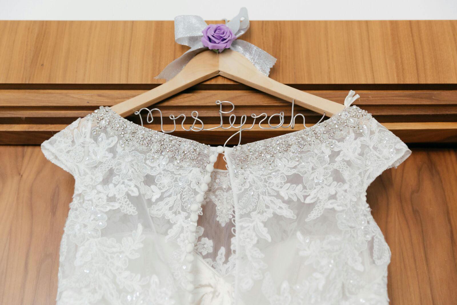 Personalisierte Hochzeit Kleid Aufhänger mit Draht-Schriftzug