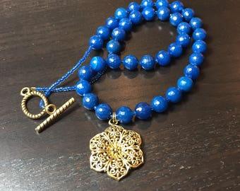 Filigree Jasmine Agate Necklace in Midnight Gold