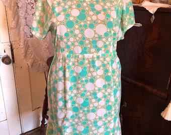 """Pretty light Green 1960s dress XL 39"""" waist"""
