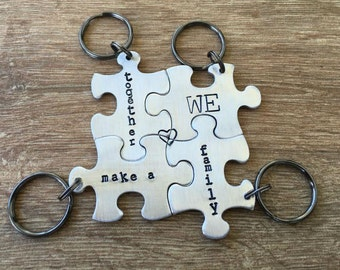 Family Puzzle Keychains, Set of 4 Puzzle Pieces or, interlocking, puzzle family keychains, personalize back with initial