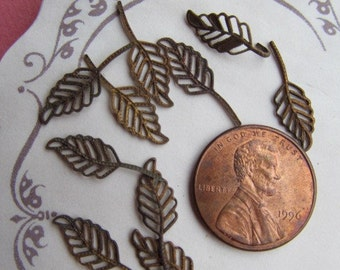 20 Vintage Tiny Rusty Shabby Chic  Metal Leaves