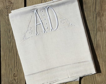 Great linen sheet monogrammed off-white, AD vintage