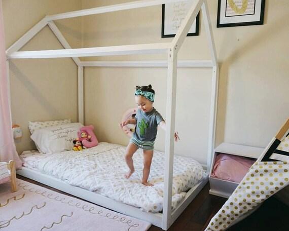 montessori meubles montessori chambre ferme plancher. Black Bedroom Furniture Sets. Home Design Ideas