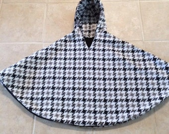 Carseat Poncho Houndstooth Pattern