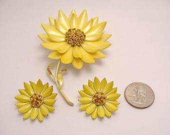 vintage jewelry. Yellow Enamel Flower Brooch. Daisy Flower Earrings. Vintage 60s Topaz Rhinestone Jewelry. Clip On Earrings. Demi Parure Set