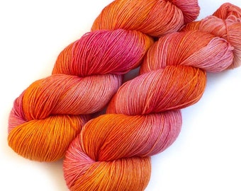 Hand Dyed Yarn Euro Fingering Yarn 820 yards Superwash Merino - Hibiscus
