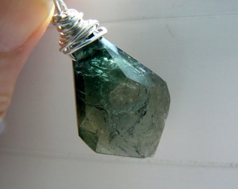 Green tourmaline pendant- Jewelry gemstone necklace- Raw green gemstone sterling silver - Boho stone pendant- Women pendant gift
