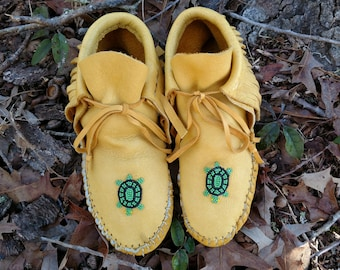 Moccasins womens Size 7  1/2 earthing moose hide sole and upper with beaded turtle
