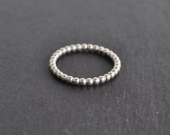 Thin ring 'Perles d'argent' from Jatemi