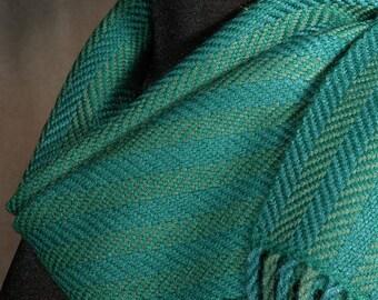 Green scarf / Handwoven scarf / Merino wool scarf / Winter scarf / Man's scarf / Woman's scarf