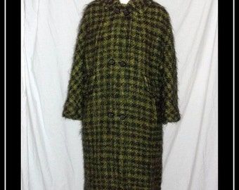 Green and Black  Plaid Vintage 50s 60s Fuzzy Mohair Boucle Textured Coat  S