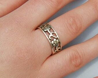 Fabulous Floral design Vintage Silver ring.    US  Size  9.5                     UK Size   S.5
