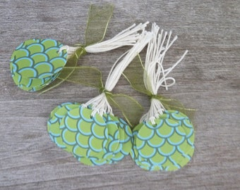 set of 30 round tags - jungle-pattern scales - and strings cotton