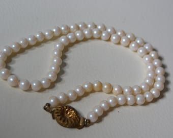 Vintage Pearl Necklace with Gold clasp