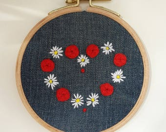 "embroidery hoop ""heart of daisies and roses"""