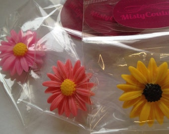 Cabochon flower badges (Pale pink, Bright Pink & Yellow)