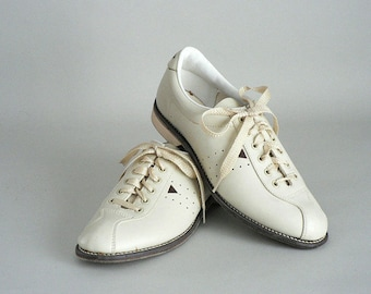 Womens Leather Size 8.5 Bowling Oxfords by AMF