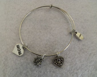 Mom Charm Bracelet, Mom Bangle bracelet, Mom Stackable Bracelet, Mother's Day, Valentine's Day, Birthday Gift,