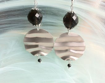 New earrings, avant garde and Bohemians adorned with a huge Black Pearl
