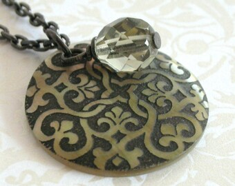 Victorian Motif Shell Pendant Necklace - Black