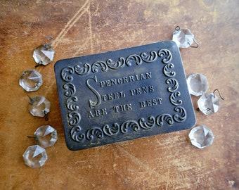 Antike Werbung Spencerian Stahl-Stifte Zinn, rustikale Dosen, Schreibfedern, Zinn, Vorratsdose, Bits und Stücke, erhaben Schriftzug Zinn, Dosen Vintage