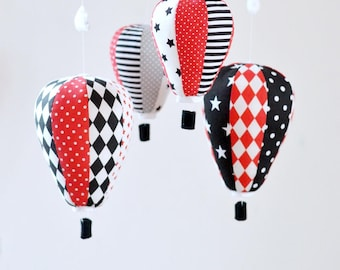 Noir blanc rouge bébé Mobile, Hot Air Balloon Mobile, B & W, décor de nurserie, cadeau de Shower de bébé, Mobile de bébé personnalisé, pépinière contrastant