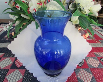 VINTAGE - Cobalt Blue Glass Vase