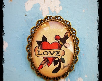 Brooch Oldschool Tattoo Love hurts