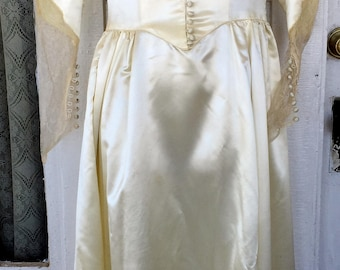 Antique Satin Wedding Gown Vintage Button Sleeve/Front High Lace Collar W/Train