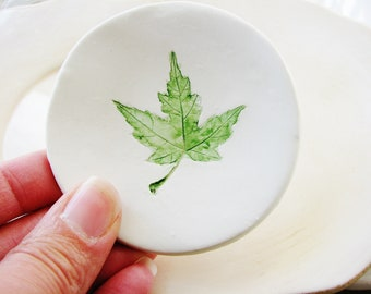 Green Maple Leaf Ring Dish, Clay Dish, Clay Ring Holder, Clay Ring Dish, Green Ring Dish, Catchall Dish, Jewelry Holder