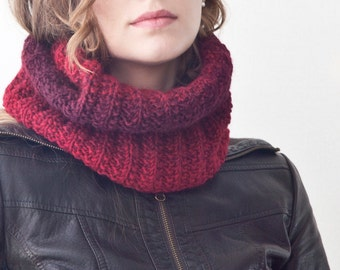 Burgundy Circle Scarf, Infinity winter scarf, Knit Scarf, Red Chunky Scarf, Winter Accessories, Scarf Snood, Gift for Wife, Crochet Scarf