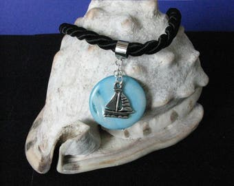 Small sailboat necklace