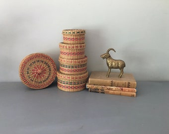 Set of FIVE Boho Vintage Round Straw Nesting Baskets, Woven Containers, Nesting Baskets, Lidded
