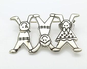 Vintage Sterling Silver 3 Children 1 Girl 2 Boys Family Brooch OEFS. [5985]