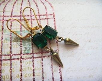 Emerald Vintage Rhinestones, Gatsby Earrings, Downton Abbey Earrings, 10mmx8mm,Gold Leverbacks, Vintage Gold Small Spikes