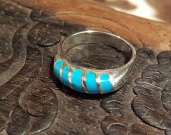Sterling silver vintage native American turquoise inlaid ring