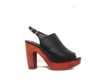 Vintage 90s Black Leather Peep Toe Platforms / Boho Bohemian Back Strap Buckle Wooden Platform Vacation Heels / Wooden Chunky Heel Clogs 8