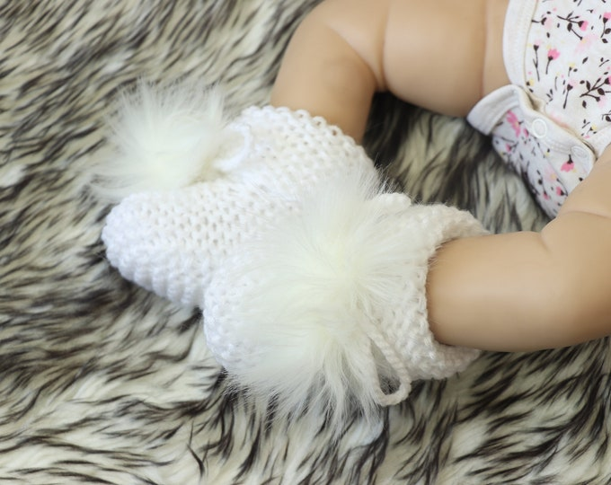 Pom pom Booties - White booties - Pom pom socks - Knitted booties - Baby shoes - Hand Knit booties - Gender Neutral - Baby socks- Baby boots