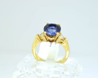 14k Gold Ladies Vintage Diamond And Corundum Sapphire Ring. Size 6