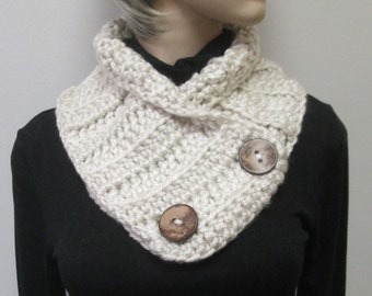 Cream Womans Chunky Scarf, Chunky Knit Scarf, Winter Knit Scarf, Neckwarmer, Womans Neckwarmer, Fall Chunky Scarves, Fabiana B2-021