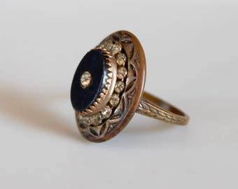 Art Deco ring with black resin and rhinestones / 1930s vintage dress ring with embossed details / size 7