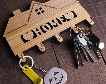 Personalised wood key holder. Family key holder. Wall Key Holder. Home Decor. Wall housekeeper for keys.