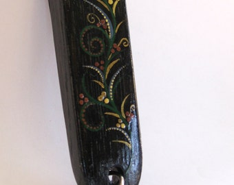 Black Magic, recycled oak wine barrel's keychain, hand painted, Green Bits collection