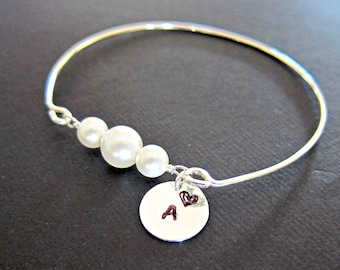 Personalized Silver stackable Pearl wire wrapped bangle, White Pearl bangle, Pearl Jewelry, simple pearl bracelet, Mother of the bride